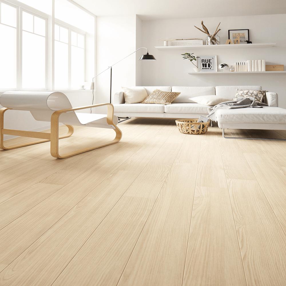 白系統の木目模様が綺麗なシート系床材。サンゲツによる無料素材