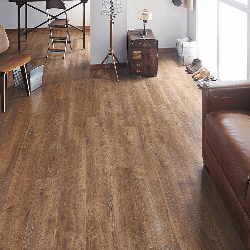 高級感のある木目模様のタイル系床材。サンゲツによる無料素材