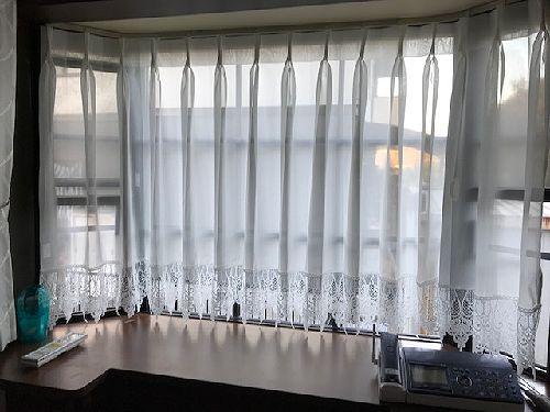 出窓 フリンジ付きレースカーテン