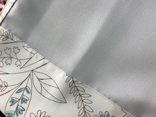 白い遮光1級カーテン 裏地
