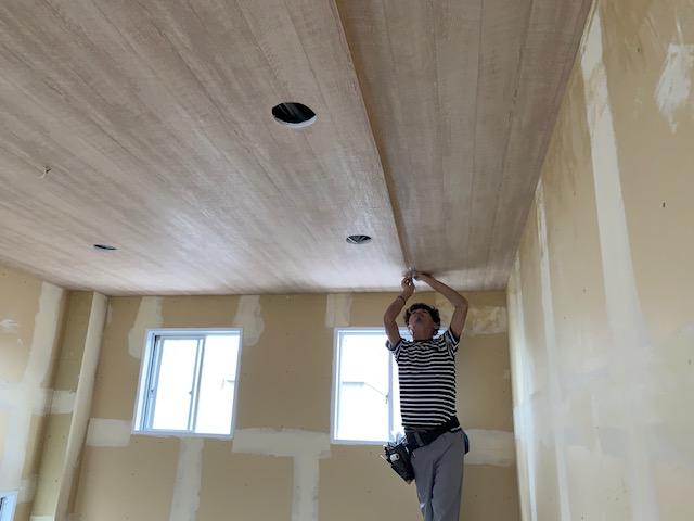 クロス屋の天井施工