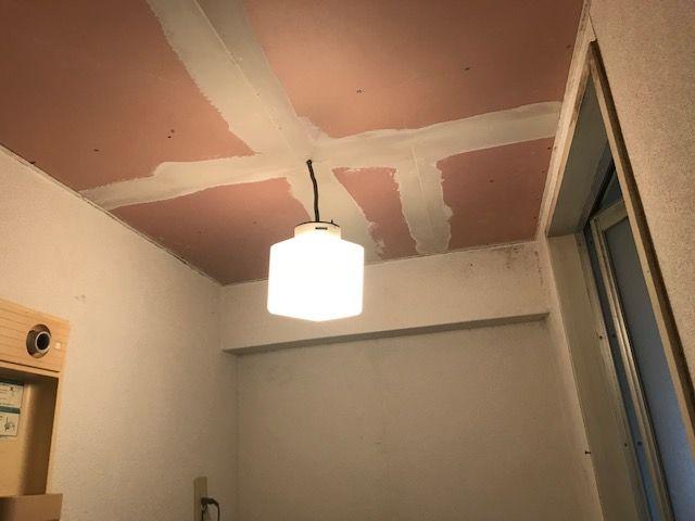 天井にパテをした画像
