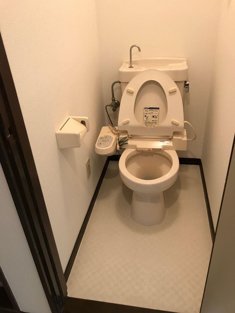 トイレの壁紙を張り替える費用 部分的に壁紙をリフォームすると割高