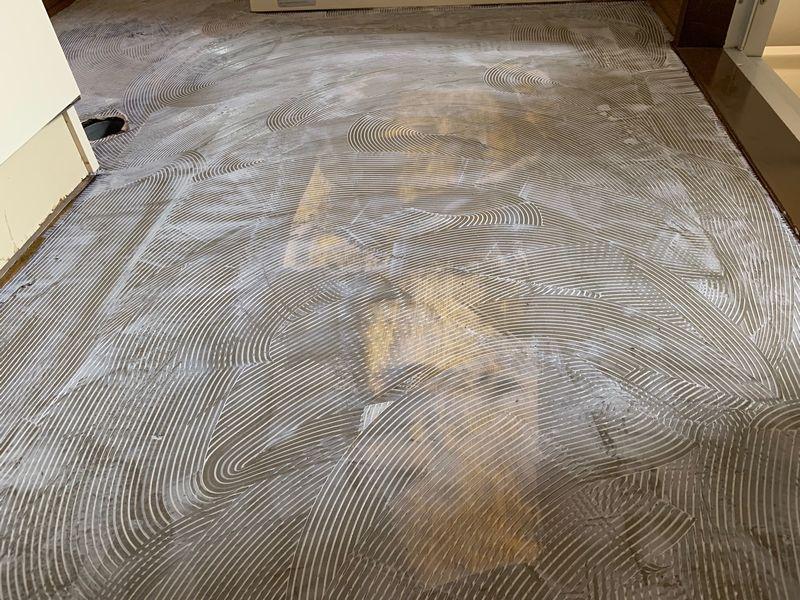クッションフロア用ボンドを塗布した画像