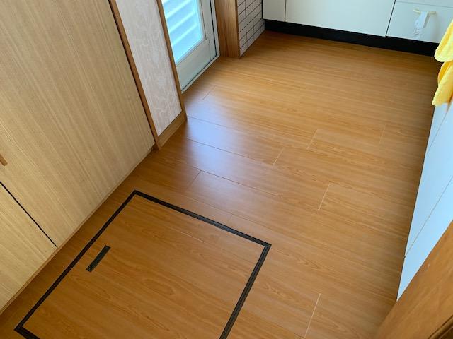 リビングの床リフォーム「フロアタイル」