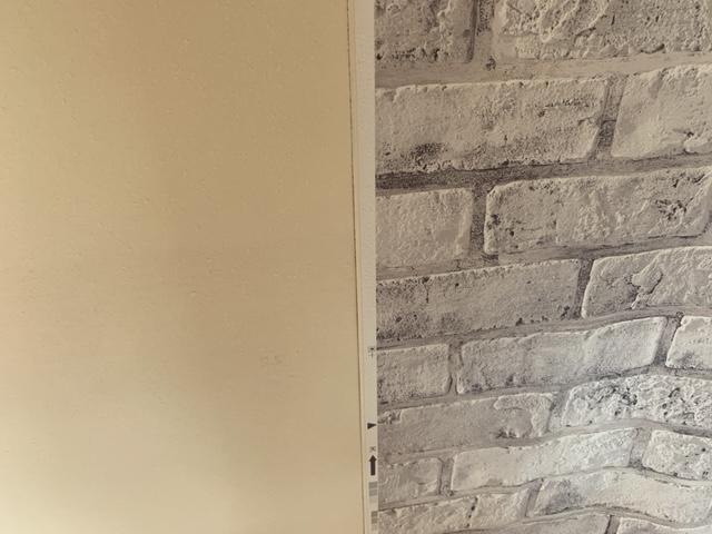 壁紙の張り付け