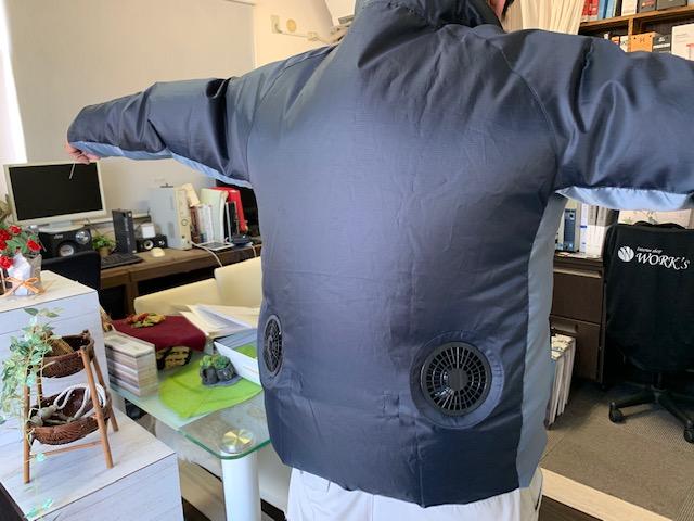 山真製鋸の空調ウェアを着たイメージ