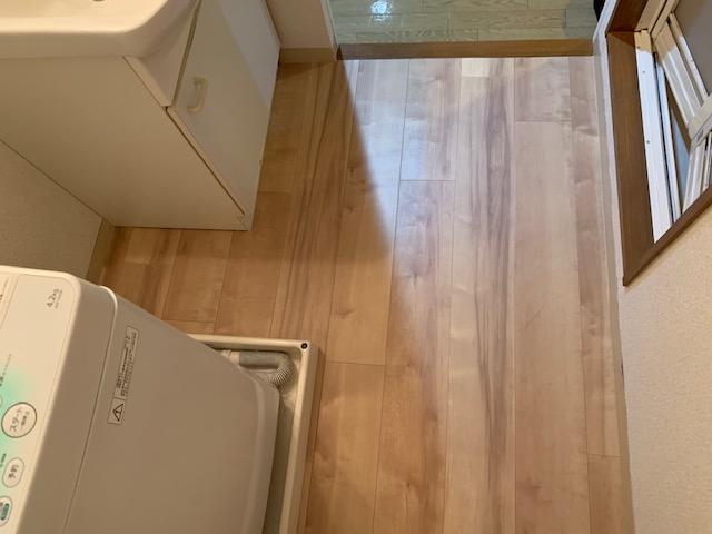 洗面所の床にクッションフロアを施工