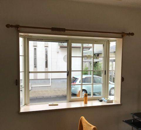 出窓のカーテンレール