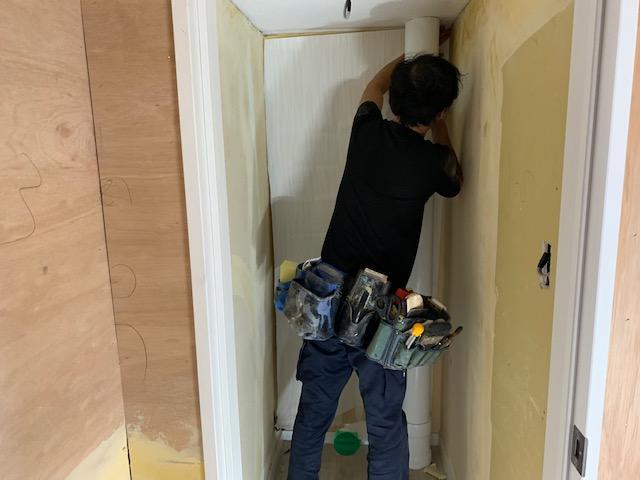 トイレの壁紙を自分で貼る