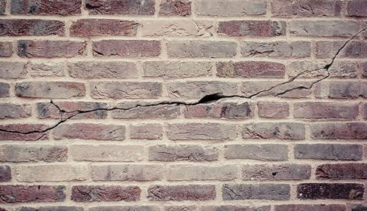 【クロス施工の豆知識】揺れる建物への壁紙工事方法「振動のある建物への壁紙施工」