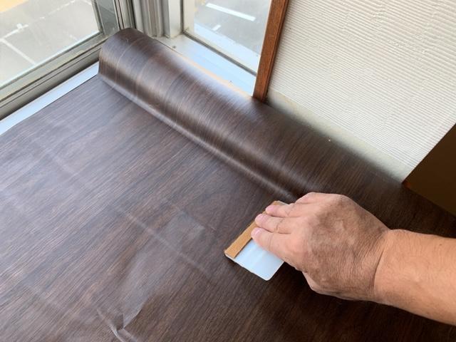 リアテックを天板に貼り付ける