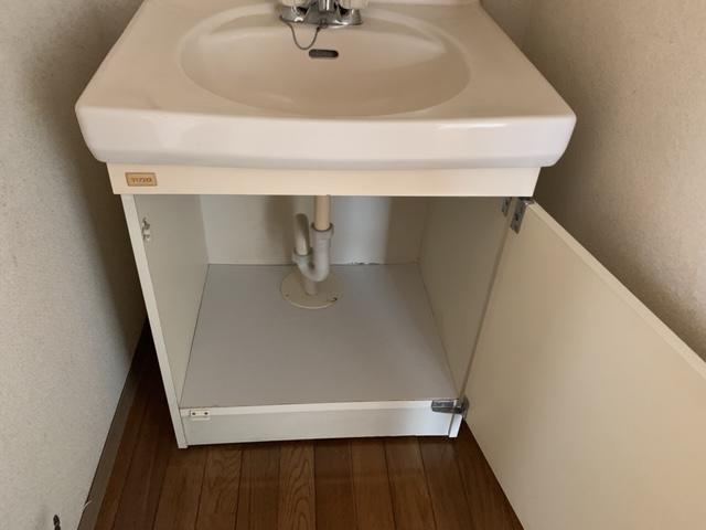 洗面台の棚の補修