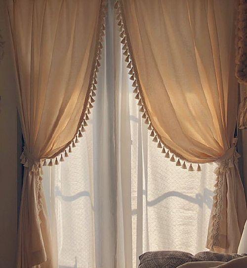 エレガントなトリム付きカーテン