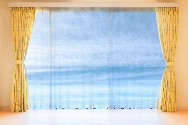 カーテンの両開きと片開き