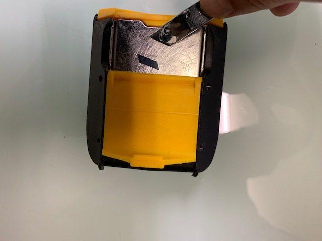 オルファ(OLFA) 安全刃折処理器ポキPROでカッターの刃が簡単に折れた画像