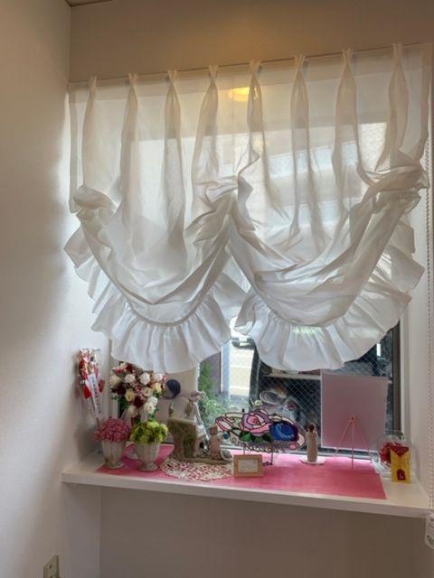 出窓のバルーンシェード