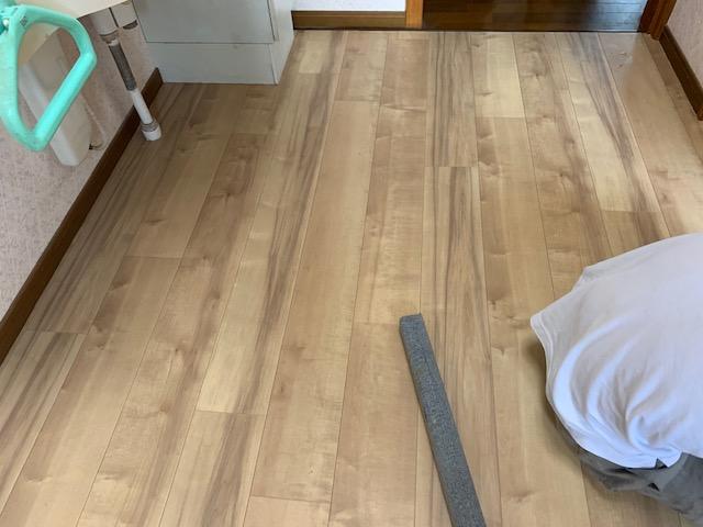 木材にカーペットを巻いたエアだし道具