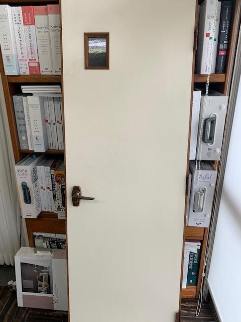 リアテックを貼るためにドアを外す