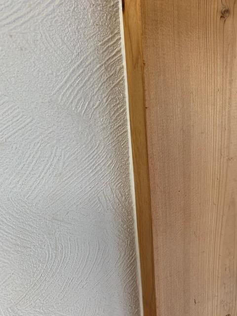 木枠にクロス用コーキングを使った画像