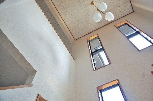 縦長窓 スリット窓におすすめのローマンシェード