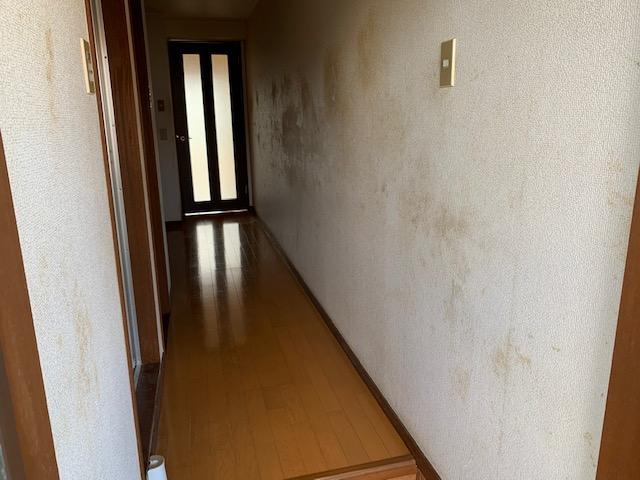クロスが汚れているワンルームアパート